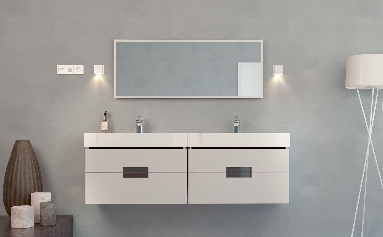 Plug & Light Fluter neben dem Waschbecken