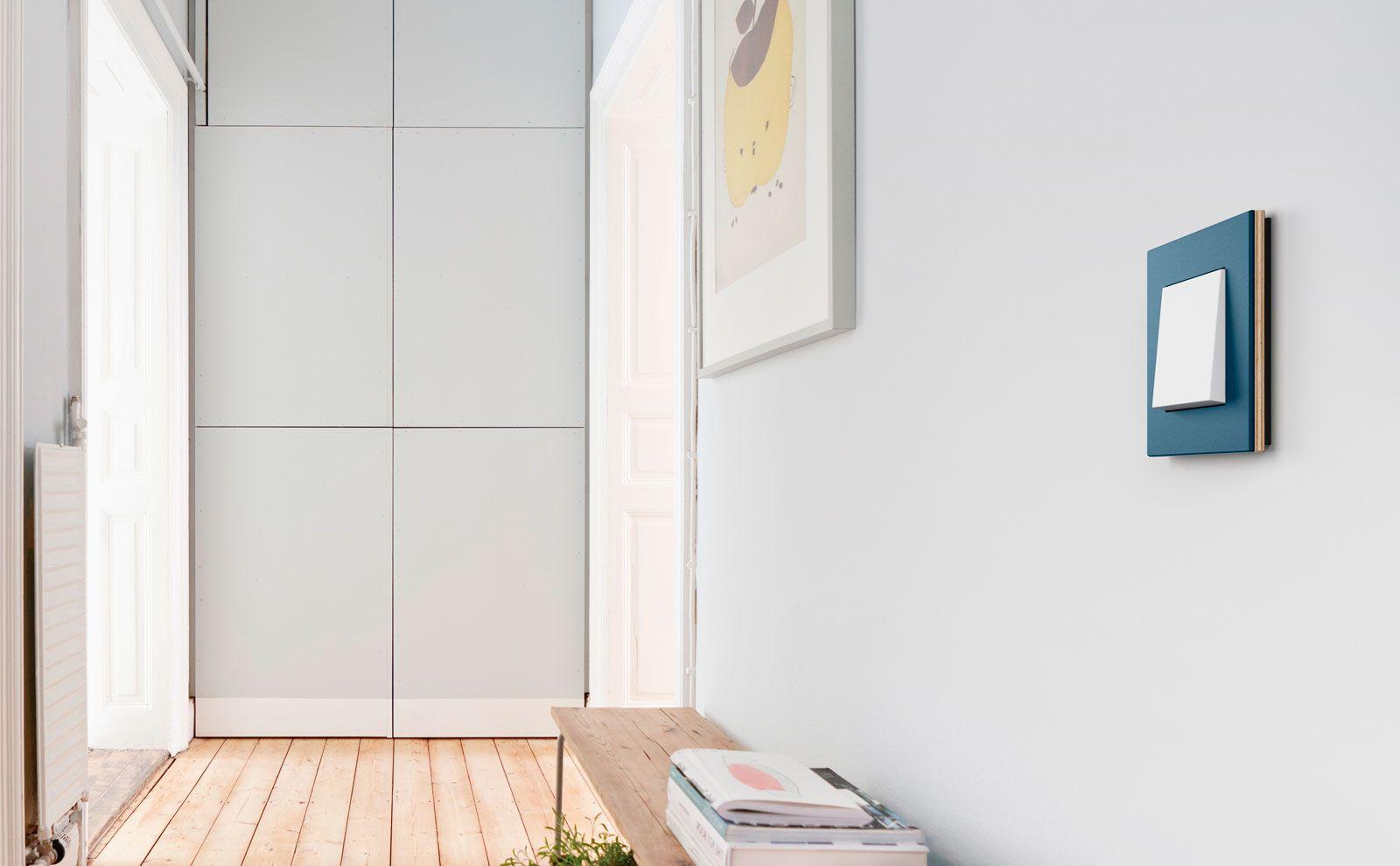 Gira Esprit Linoleum-Multiplex an der Wand