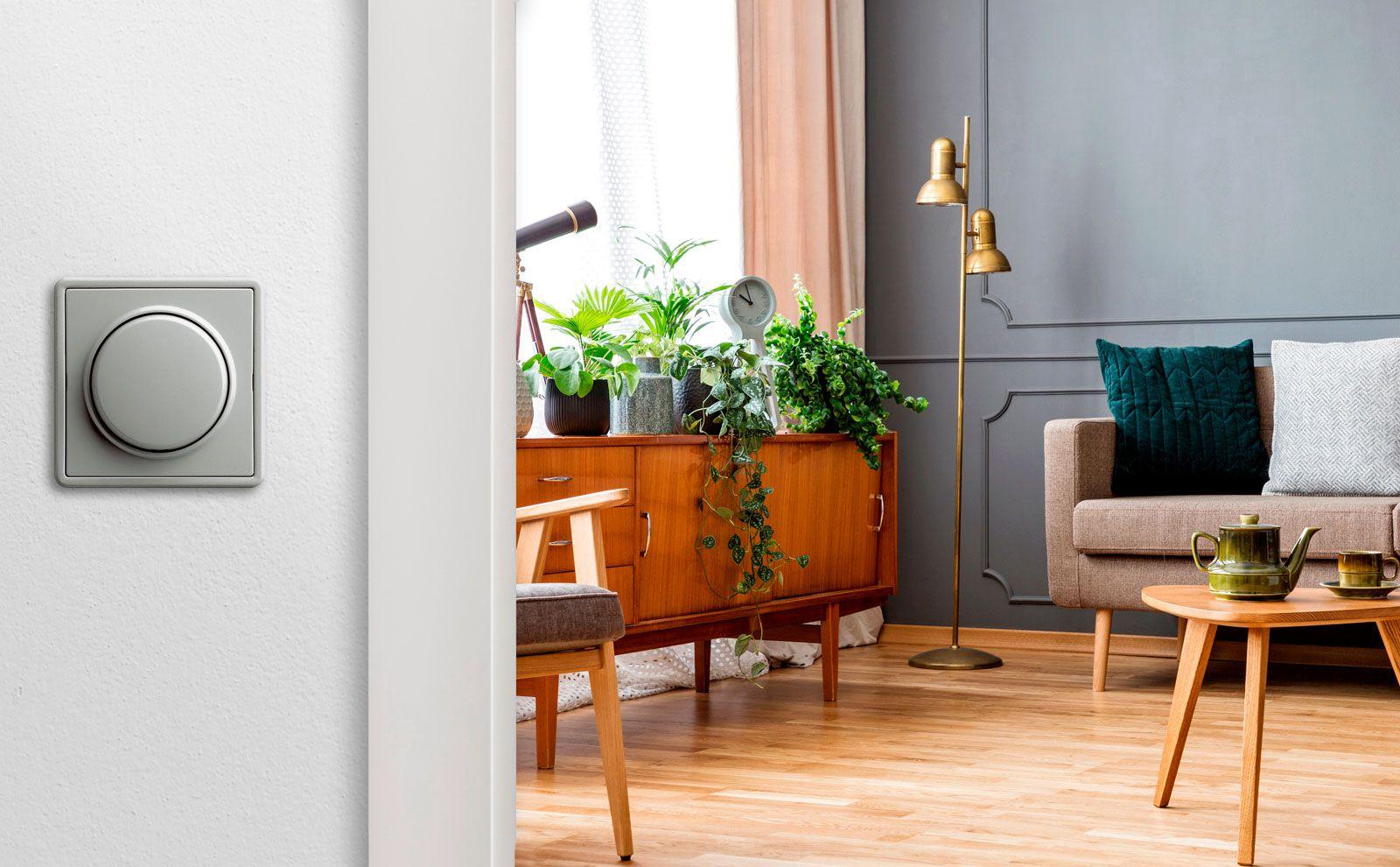 Gira S-Color, Farbe grau auf weißer Wand