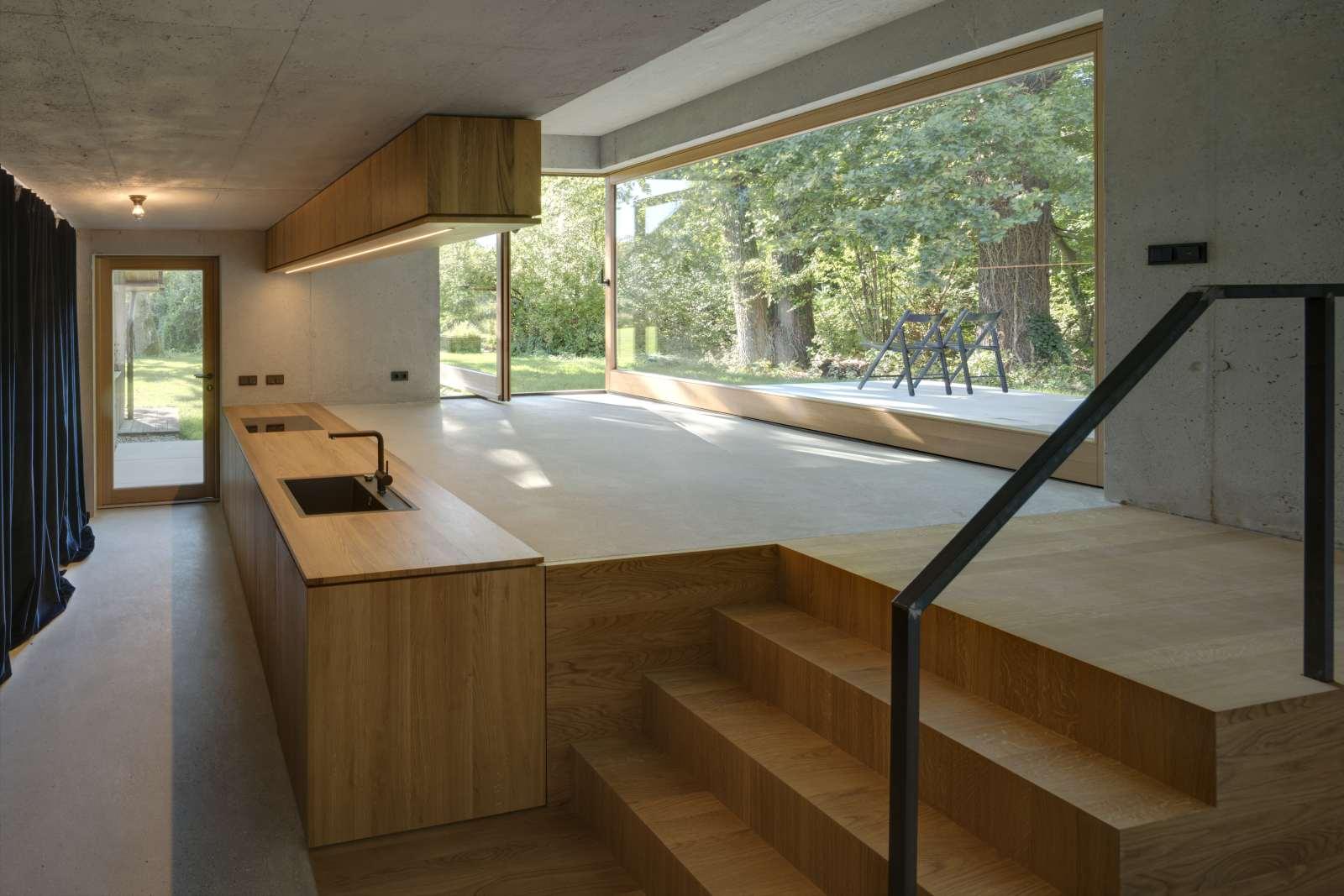 Kleines Haus mit Küche und Wohnbereich