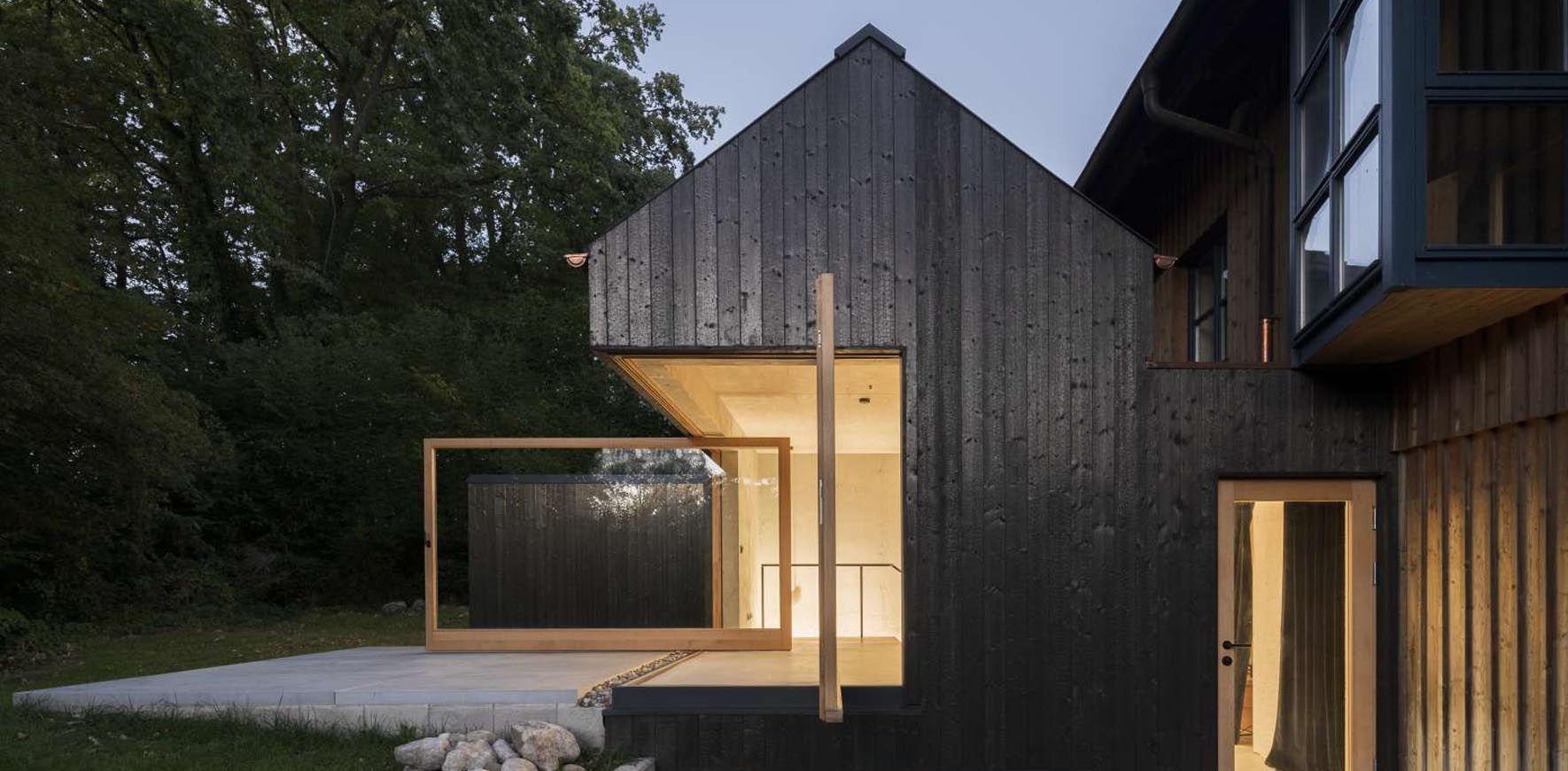 Das kleine schwarze Haus Frontal Ansicht