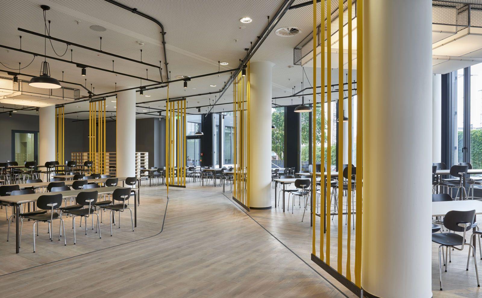 Kantine und Essensbereich der DB Schenker Firmenzentrale von BAID Architekten
