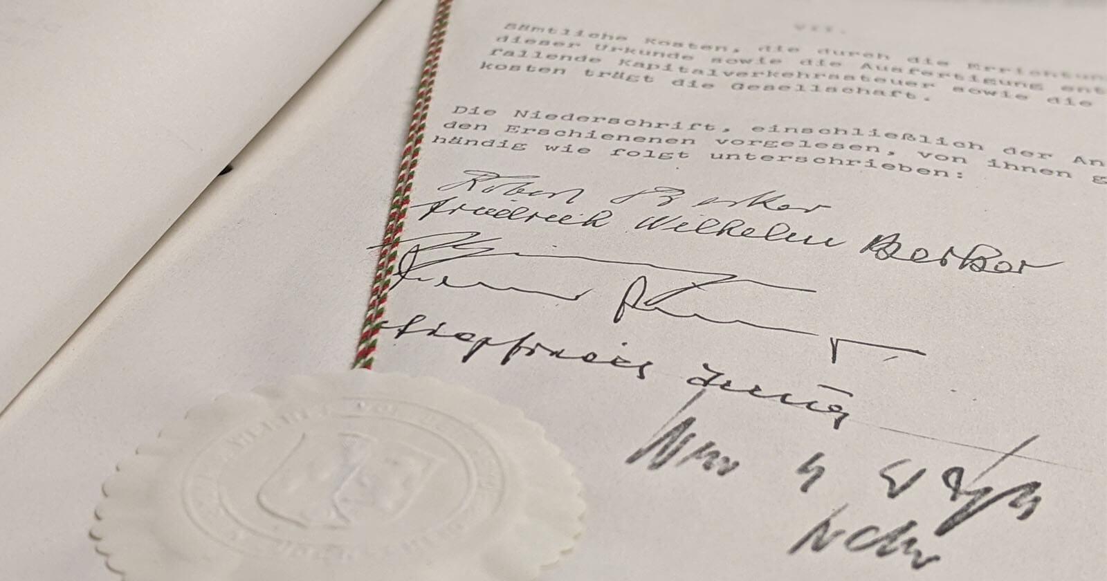 Schriftgut Notariatsurkunde Insta Gründung Unterschriften