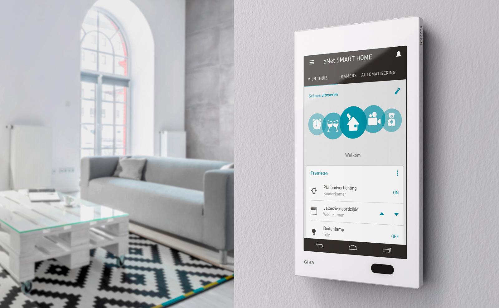Gira G1 met eNet interface in de woonkamer