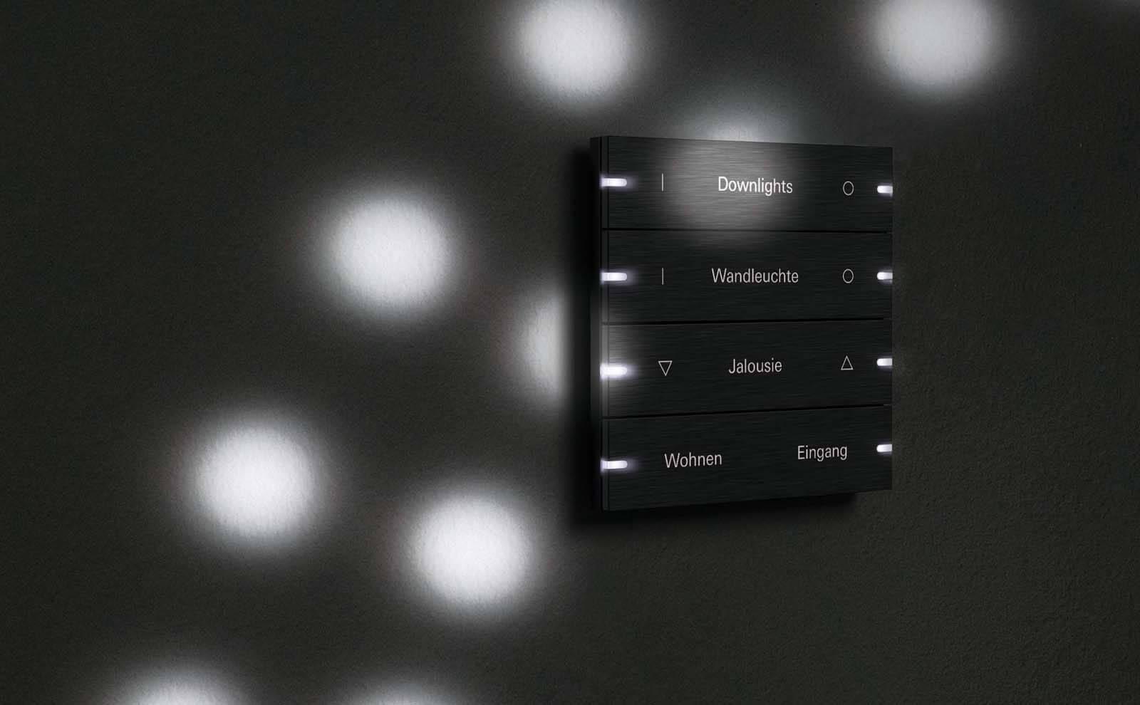 Gira Tastsensor 4 in schwarz mit Lichtreflektionen
