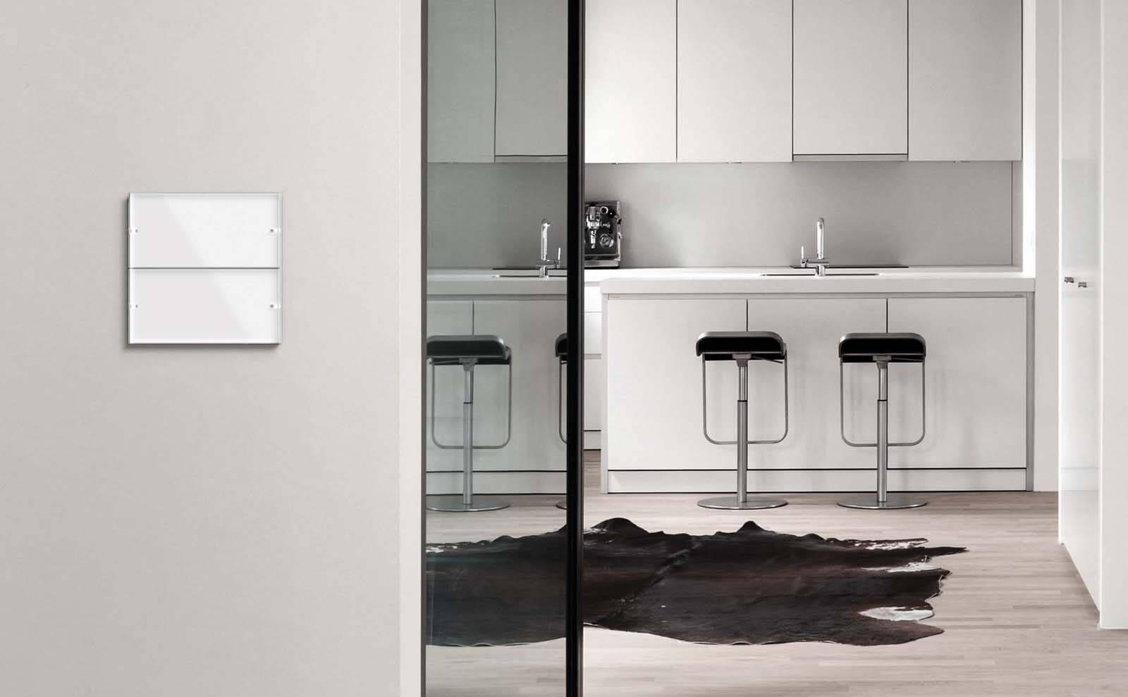Gira Tastsensor 4 weiß in Küche