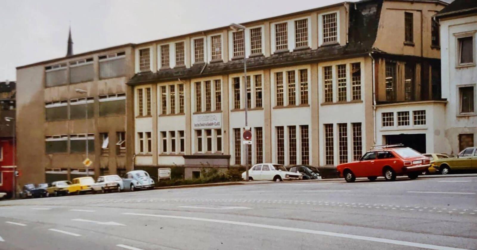 In angemieteten Räumen in Halver bei Lüdenscheid beginnt die Unternehmensgeschichte von Insta.