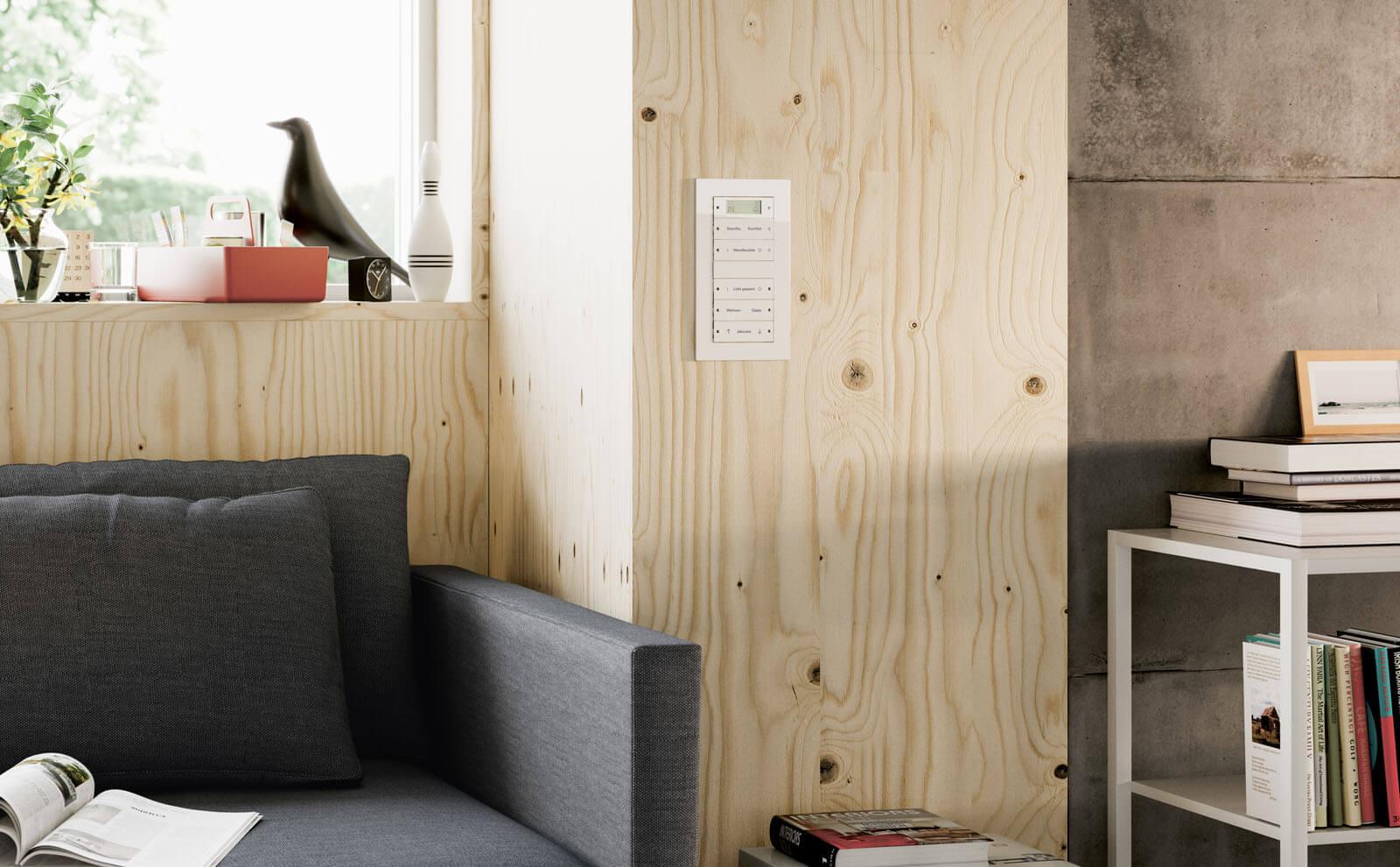 Gira KNX Tastsensor 3 auf Holz