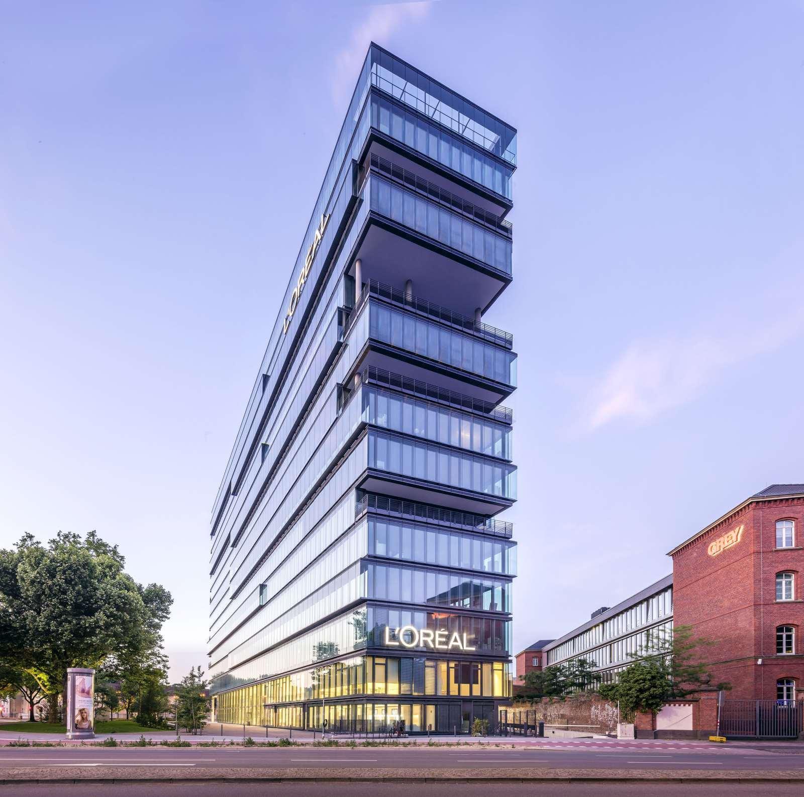 LOreal Headquarters Düsseldorf Frontale Sicht