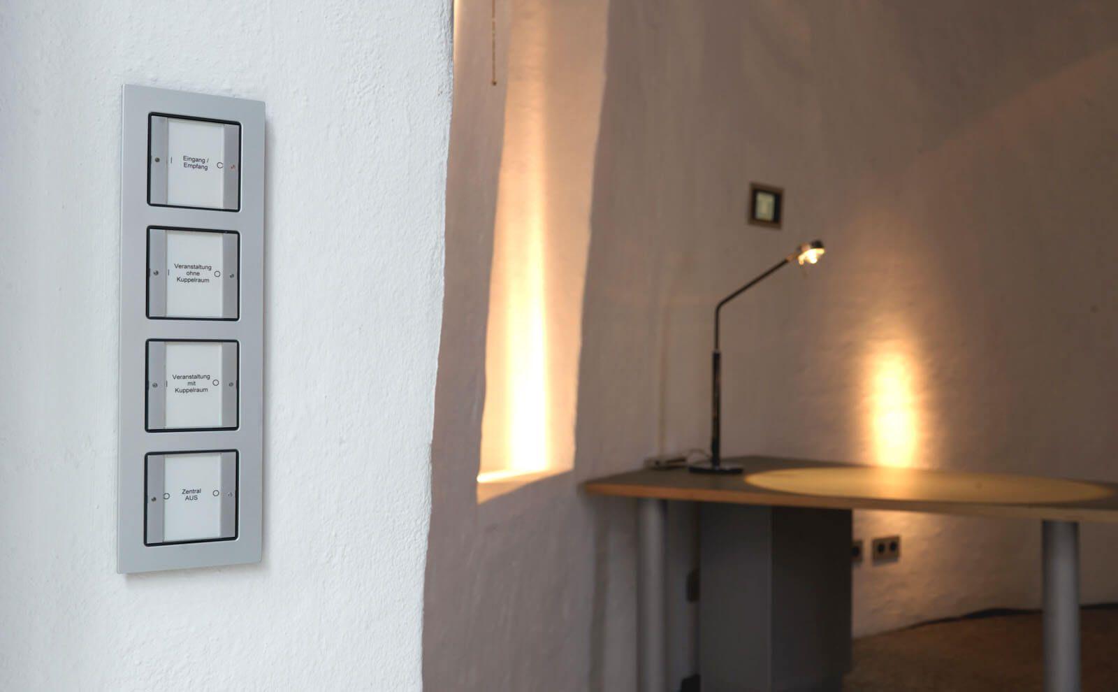 Lichtturm mit Schaltern von Gira