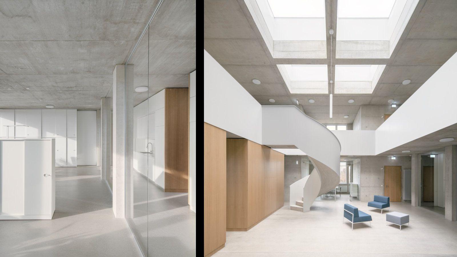 Weiße Treppe mit Oberlichtern und Sichtbeton-Oberfläche von Jan Wiese
