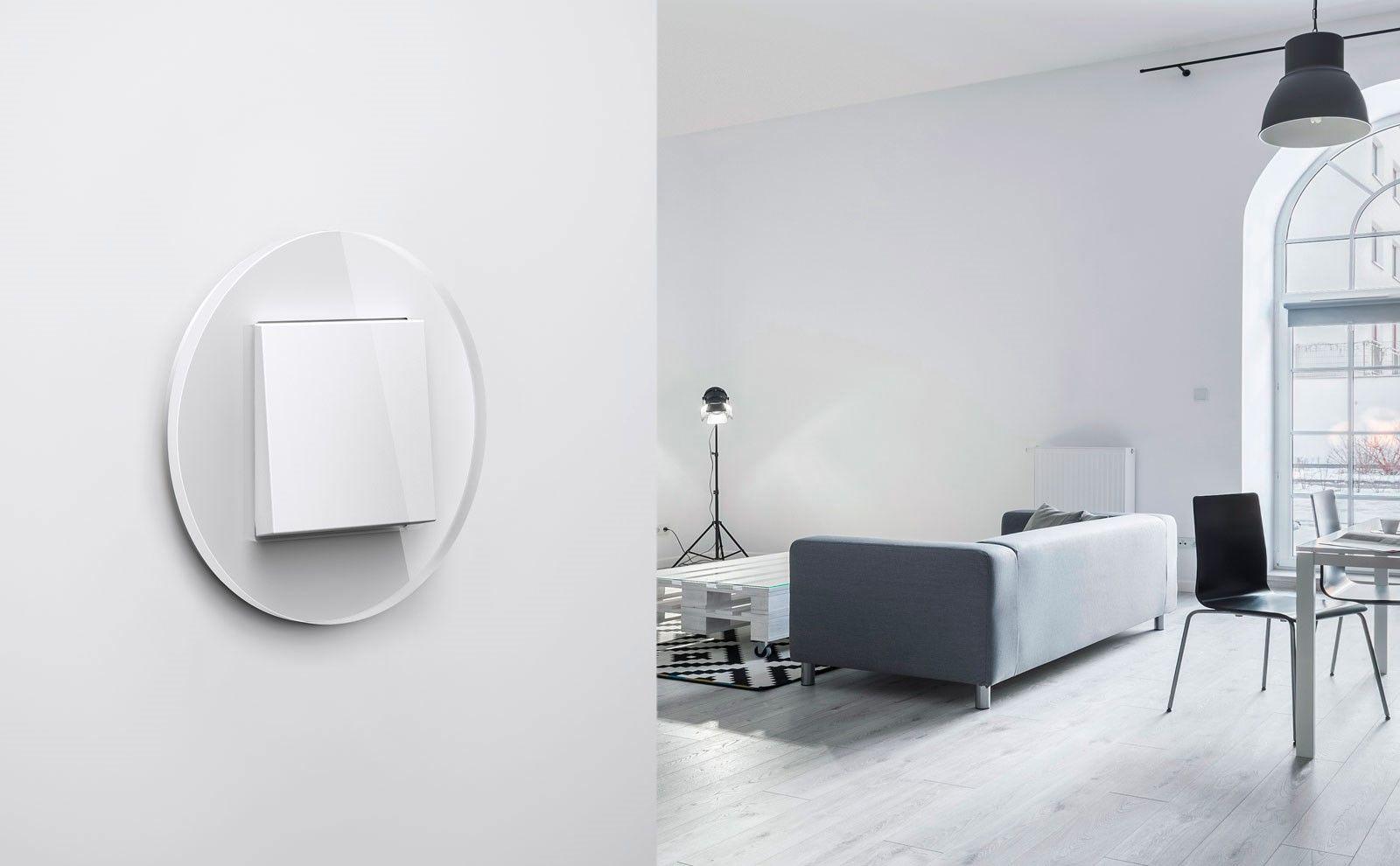 Gira Studio weiß an weißer Wand