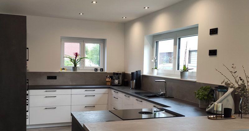 Gira System 55 in Schwarz matt in der Küche