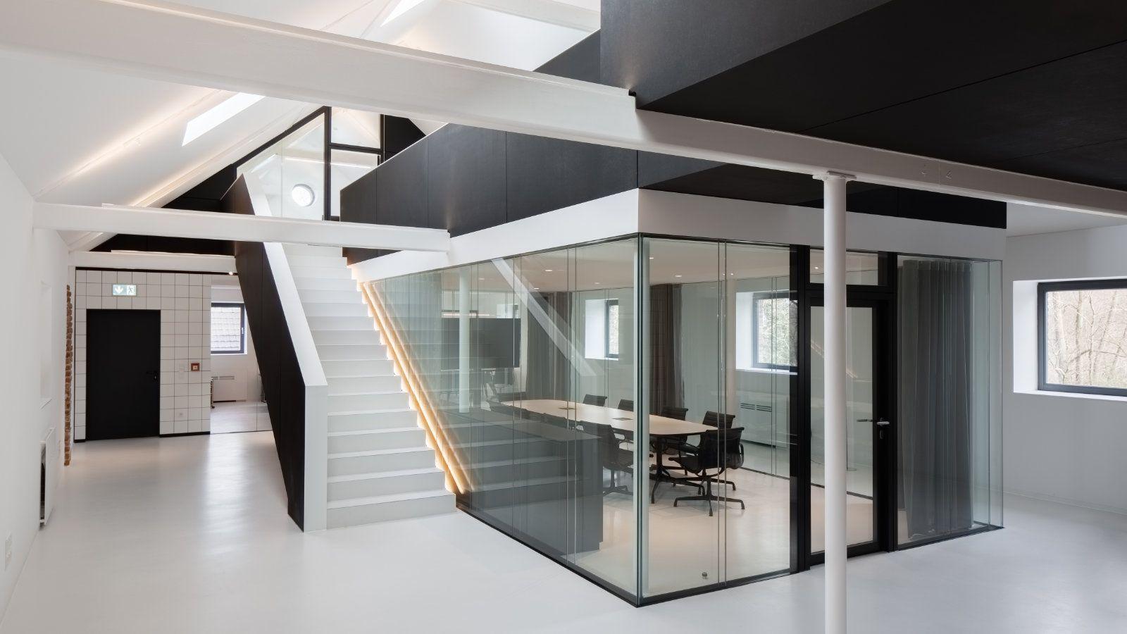 mo.studio Glas Treppe Fliesen