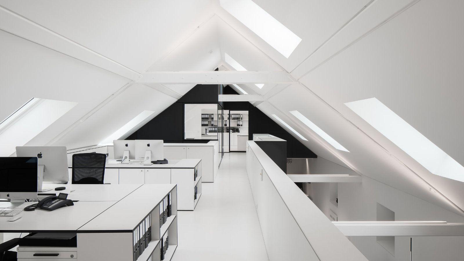 mo.studio dach arbeitsplatz büro licht oberlicht fenster weiß