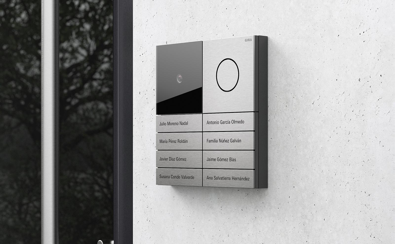 Gira_System in Aluminium an der Hausfassade