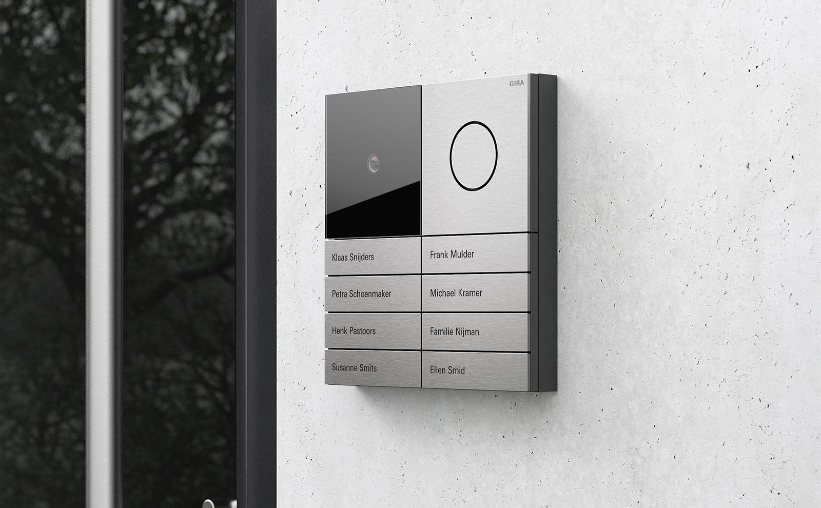 Gira_Systeem in aluminium op de gevel van het huis