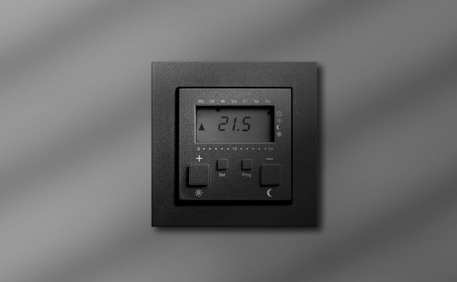 Gira Raumtemperatur-Regler an der Wand