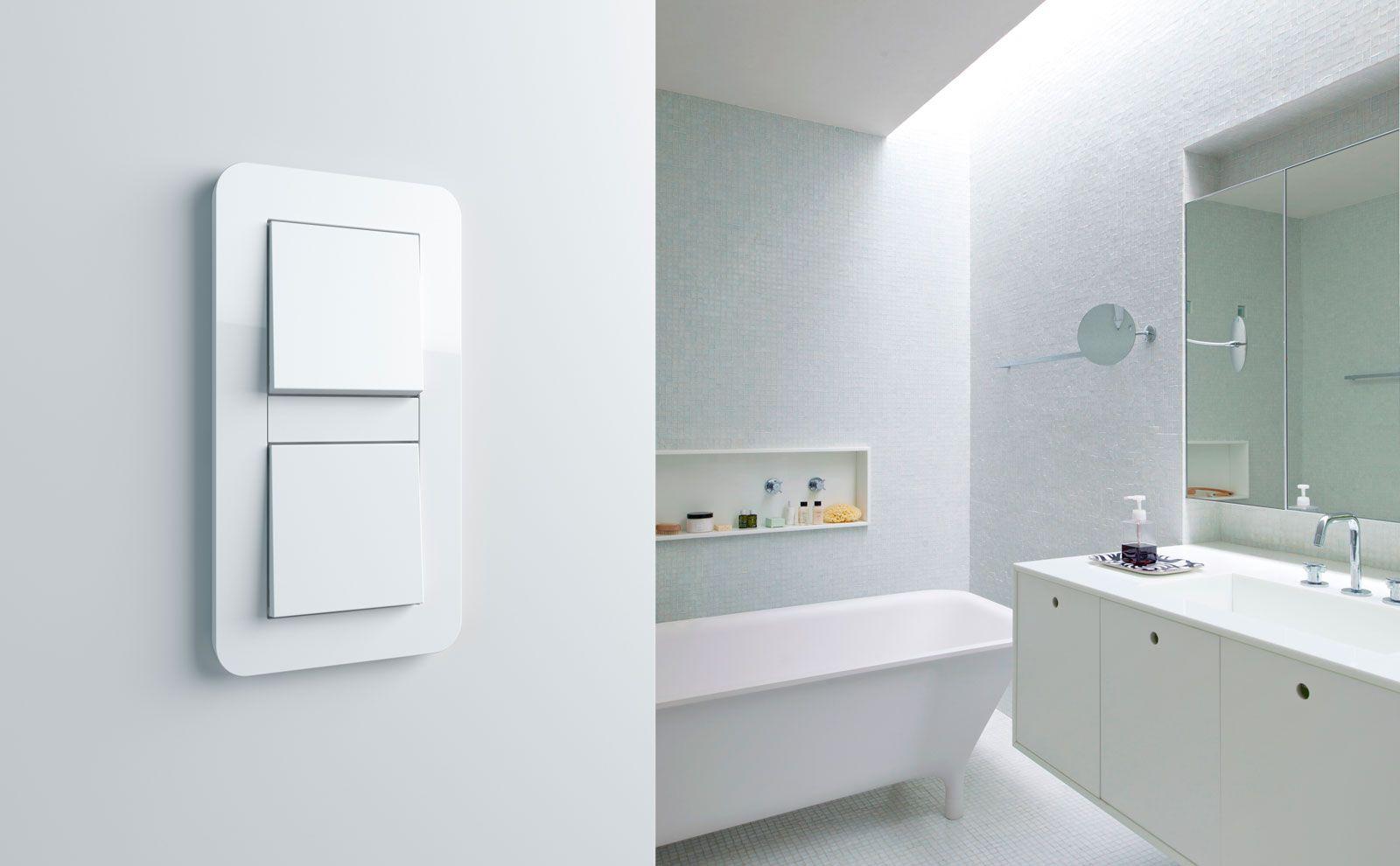 Gira E3 Lichtschalter 2-fach im Badezimmer