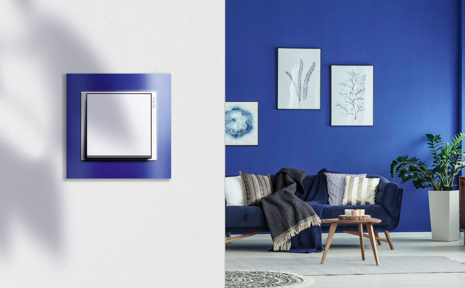 Gira Event Blau im Wohnzimmer