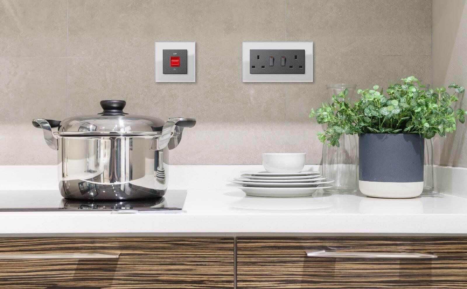 Gira E2 UK Steckdosen in der Küche