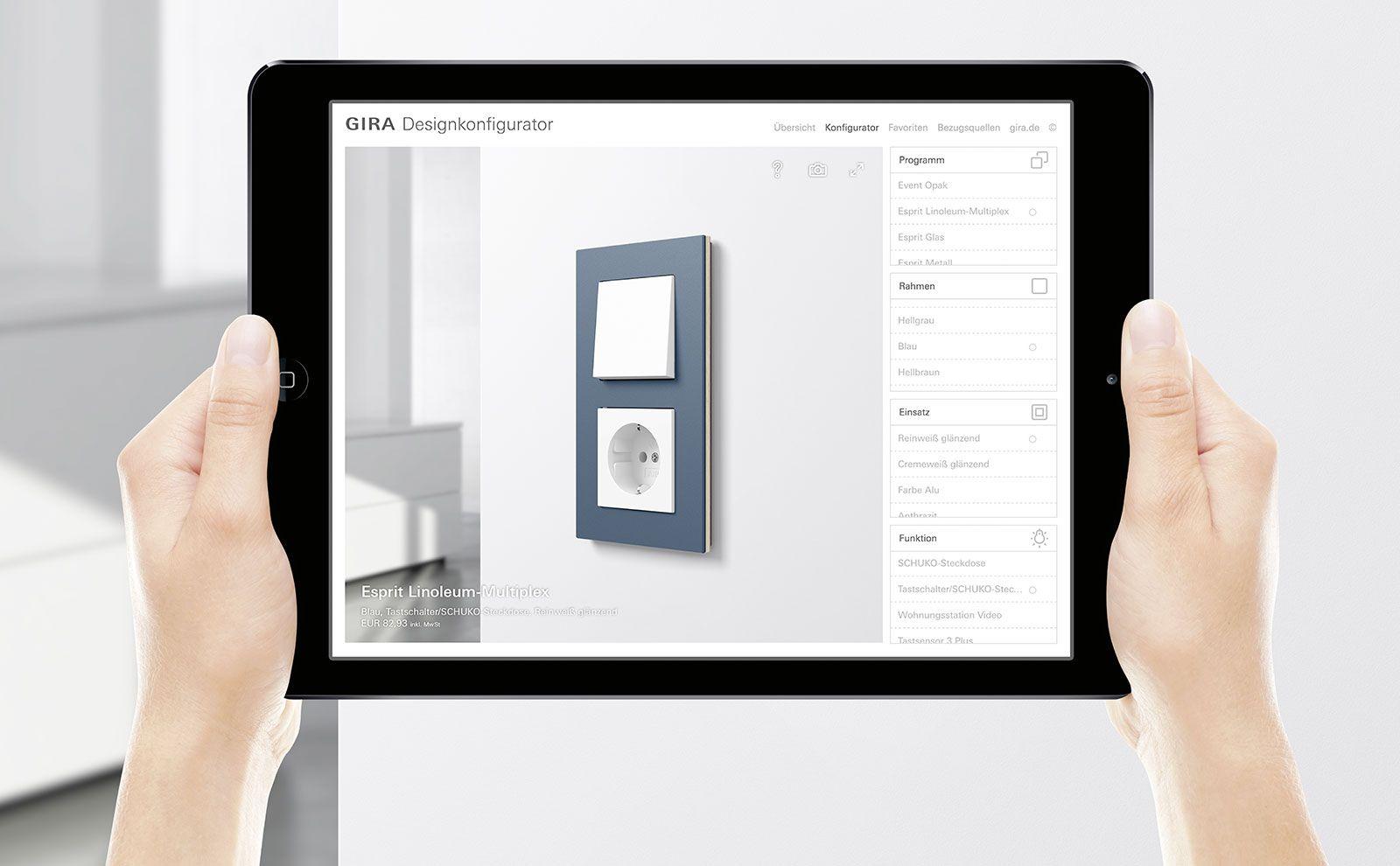 Tablet wird in der Hand gehalten mit Gira Designkonfigurator App