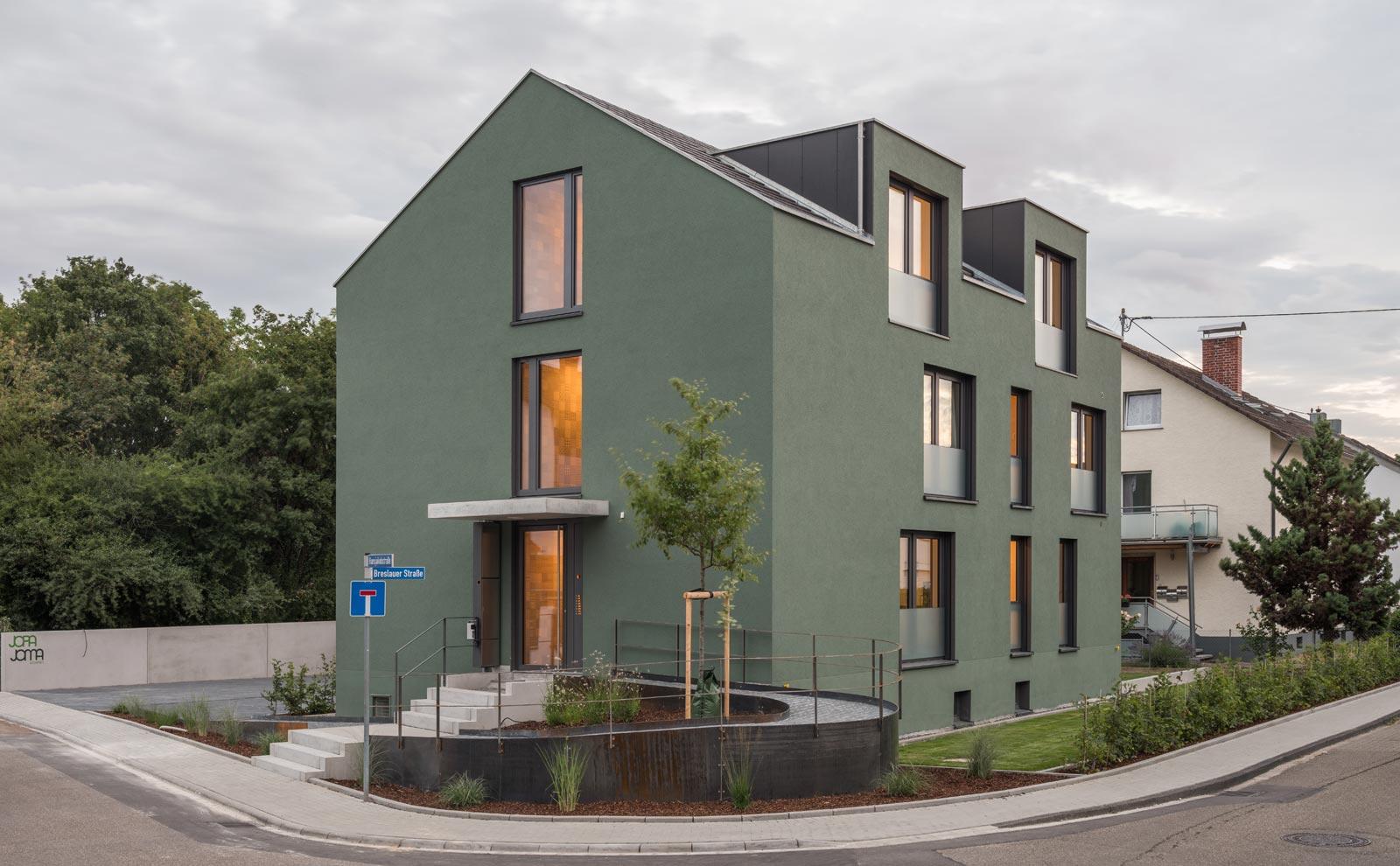 Gästehaus Jopa Joma mit grüner Fassade