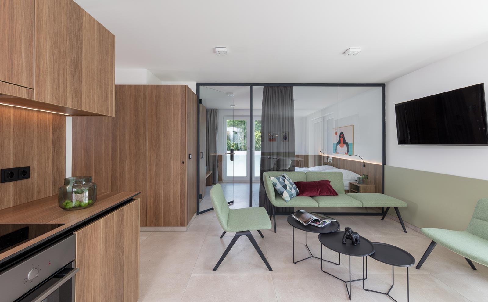 Innenausstattung des Gästehaus Jopa Joma mit grüner Einrichtung