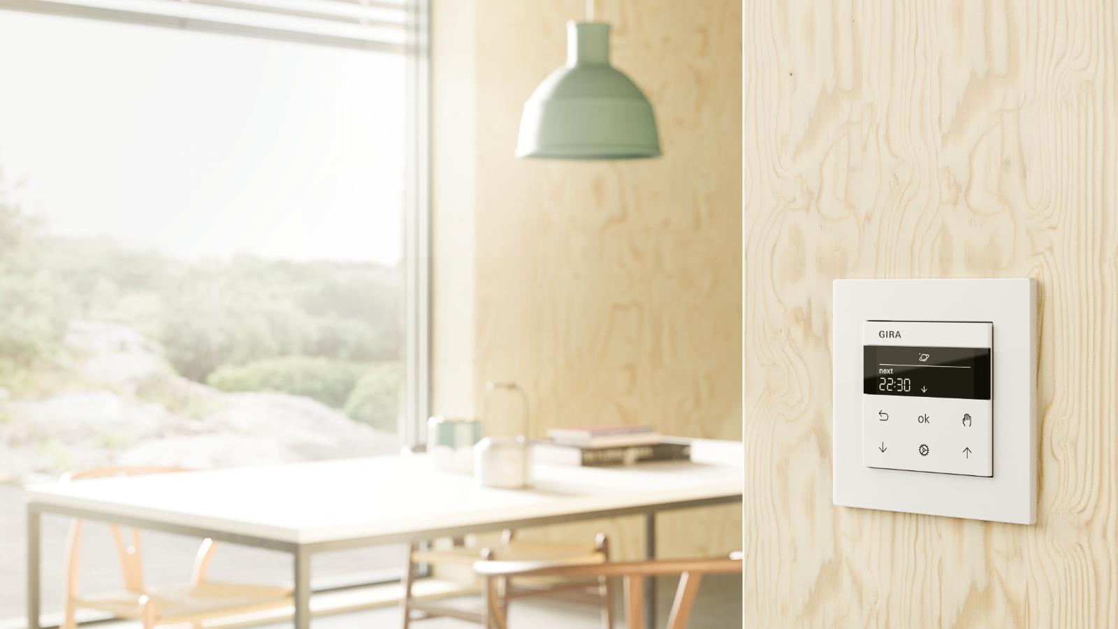 Smart Home mit weißem Schalter und grüner Lampe