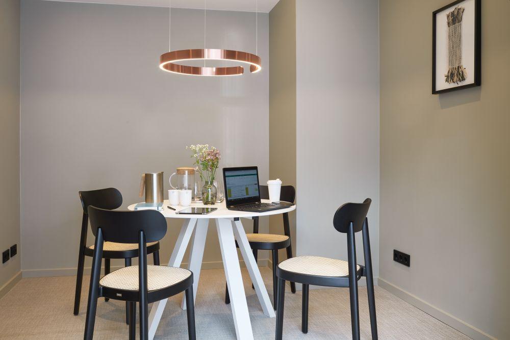 Stilwerk Hotels Heimhude Möblierung Stühle